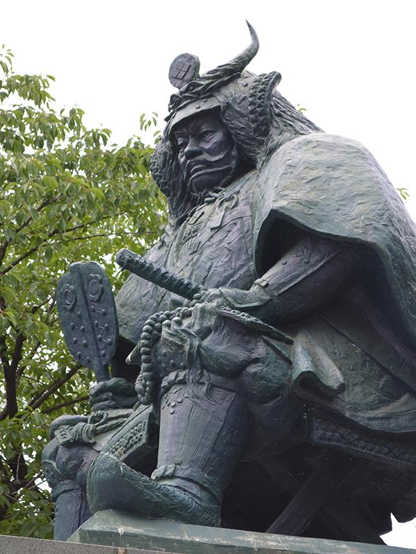 甲府の信玄公像