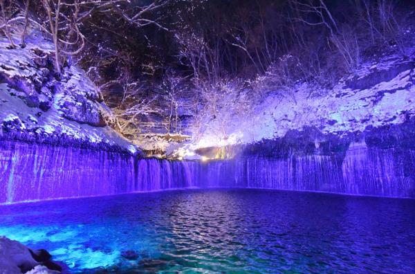 白糸の滝をライトアップ