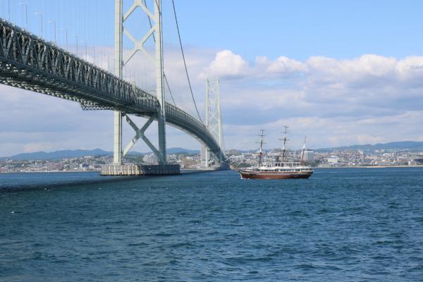 咸臨丸と明石海峡大橋